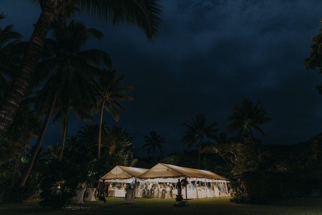 An even photo of the reception marquee in Rarotonga by destination wedding photographer Binh Trinh
