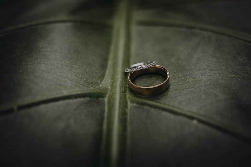 A detailed wedding photo of the two wedding rings in Rarotonga