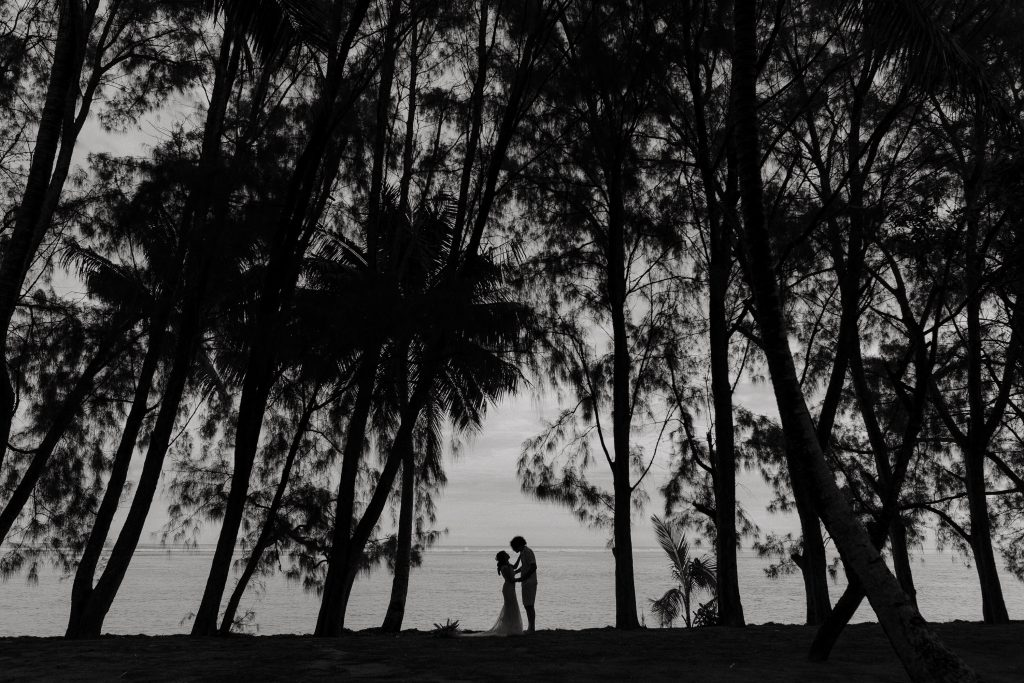 Black and white bridal wedding portrait in Rarotonga by photographer Binh Trinh